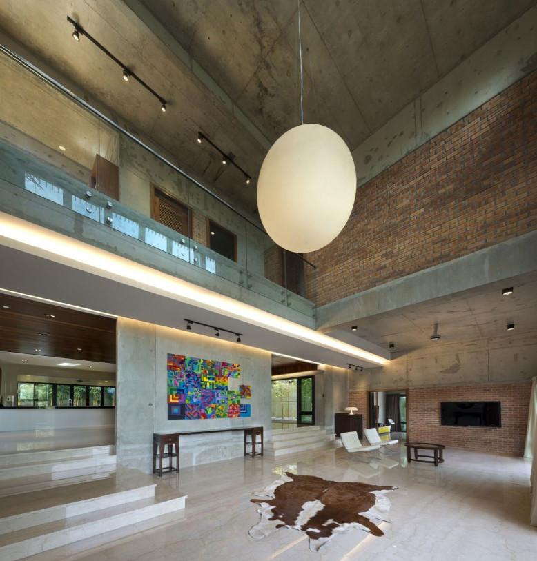 House N18 by DRTAN LM Architect