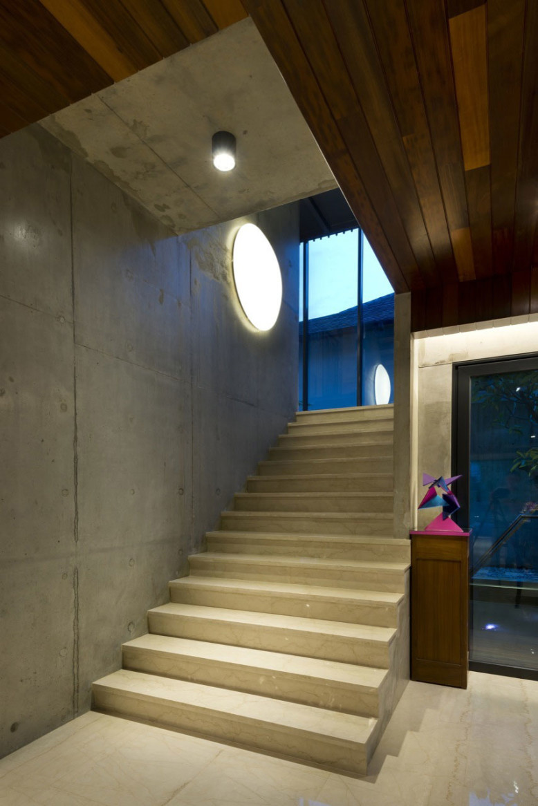 Concrete Residence by DRTAN LM Architect