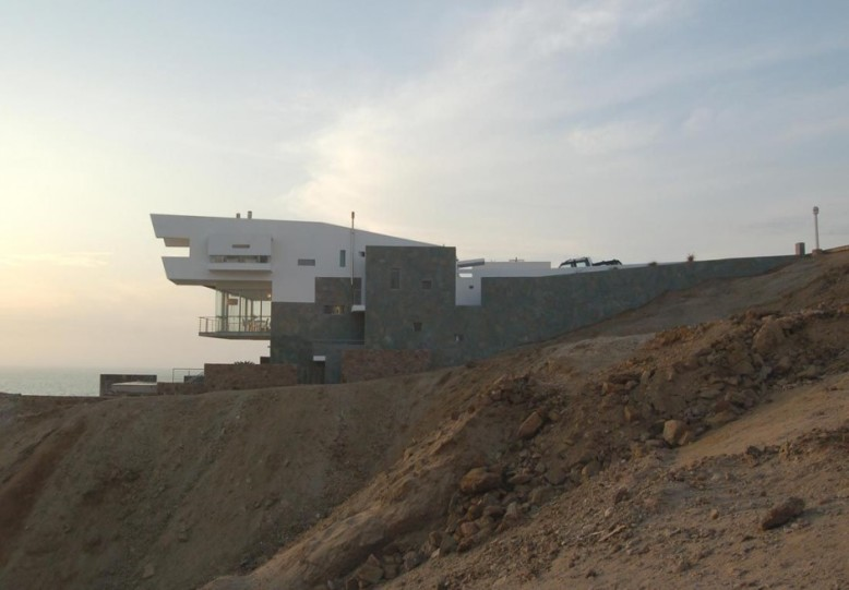 Lefevre Beach House by Longhi Architects