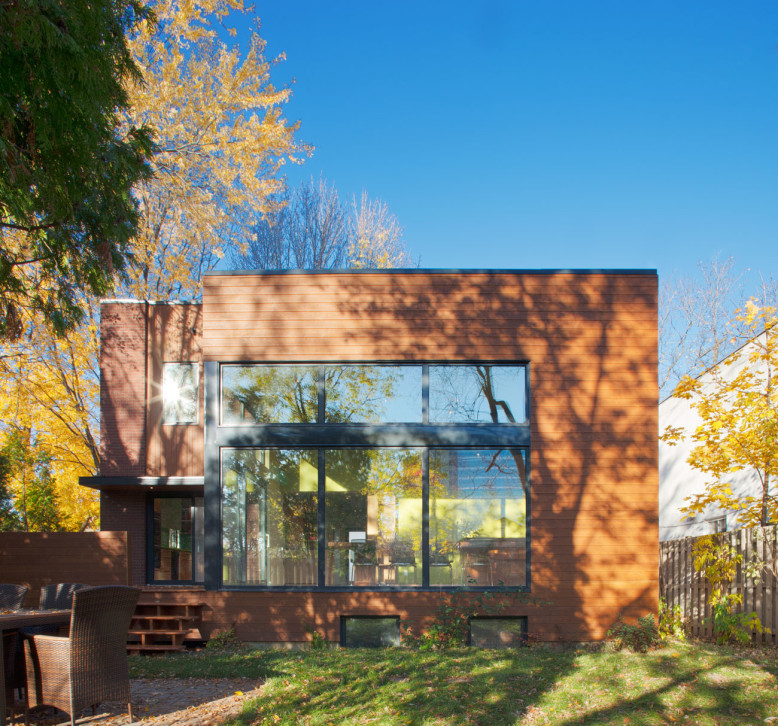 Renovated and extended house in Montreal