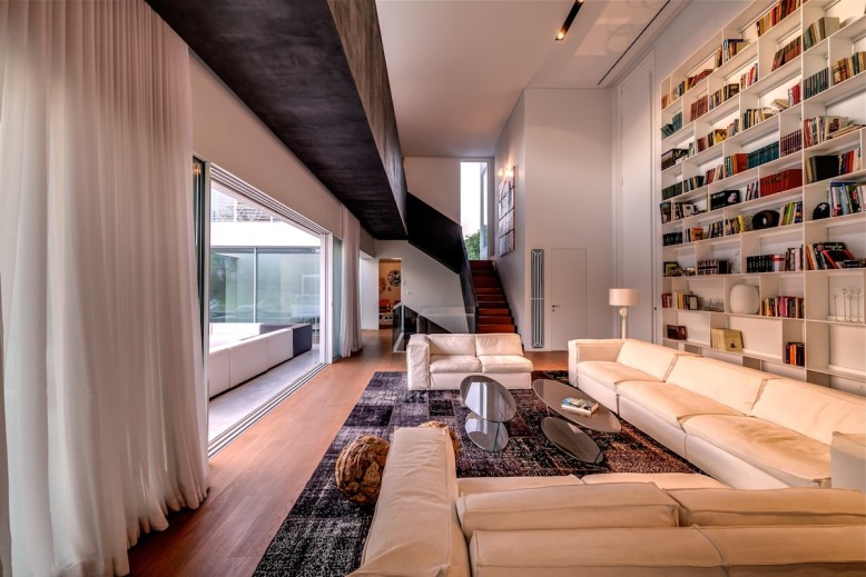 The Cubes House by Nestor Sandbank
