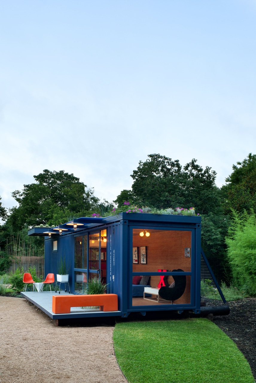 container guest house by poteet architects homedezen. Black Bedroom Furniture Sets. Home Design Ideas