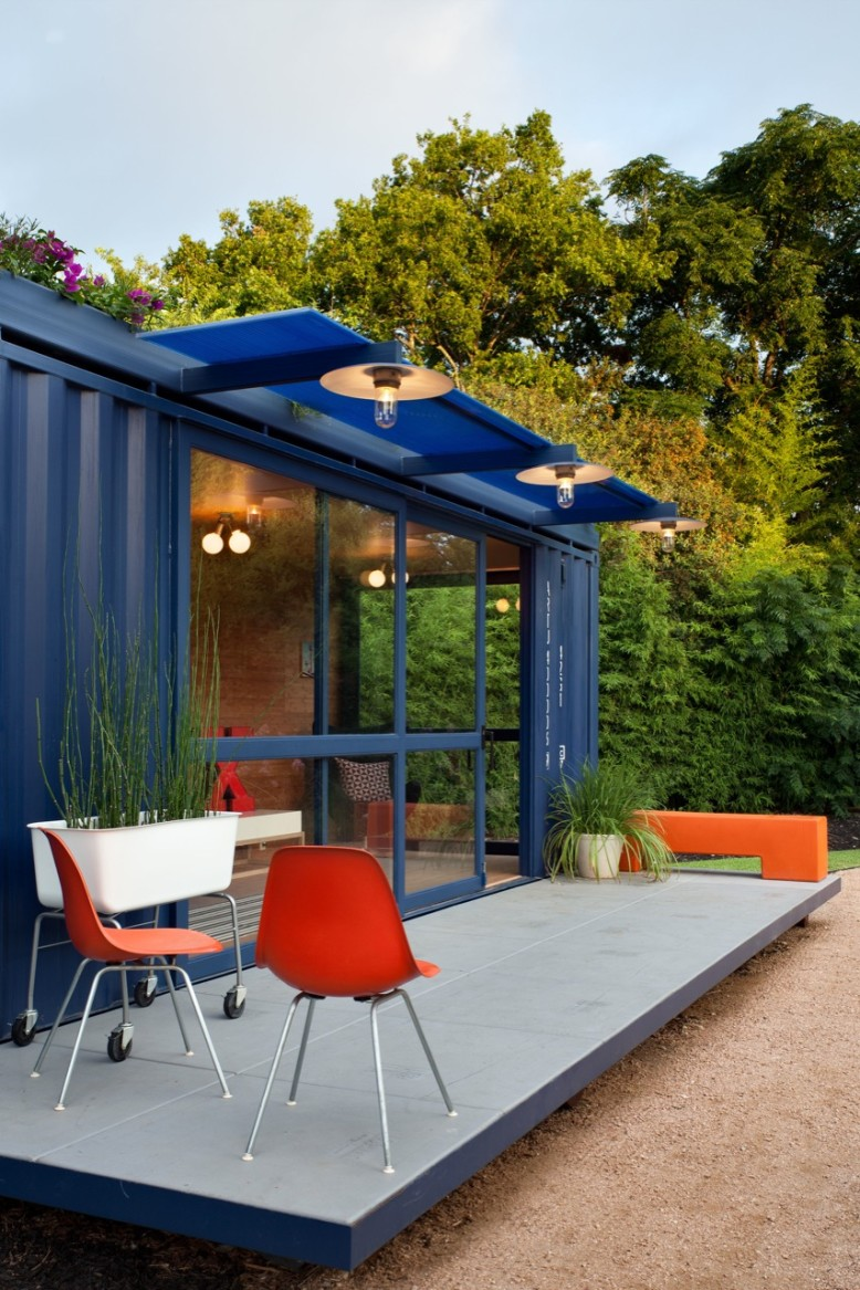 Container House by Poteet Architects