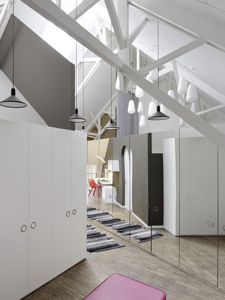 Modern Apartment by Ippolito Fleitz Group