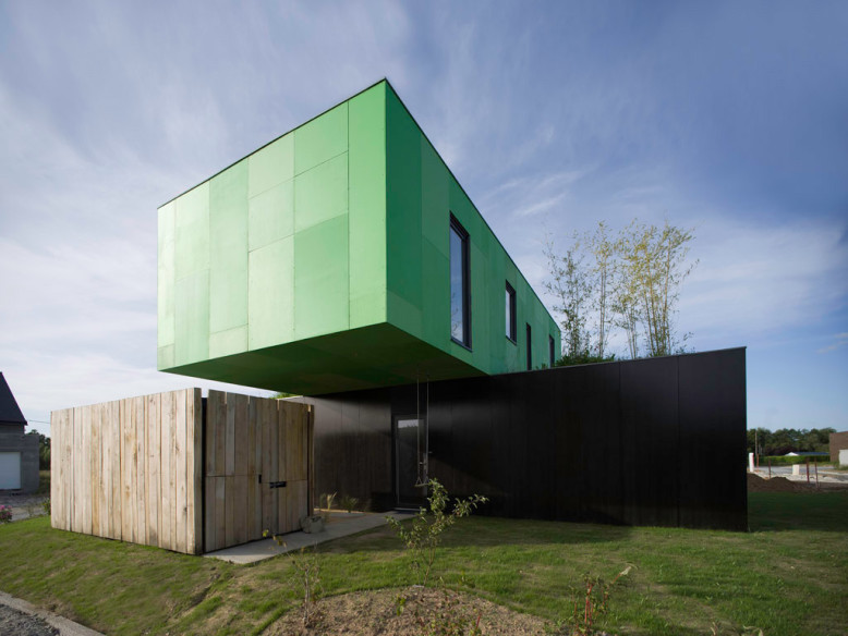 Crossbox House by CG Architectes