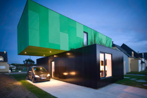 Prefabricated House made from Shipping Containers: Crossbox House