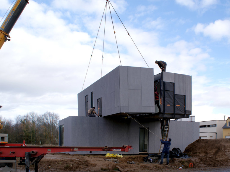 Prefabricated House made from Shipping Containers