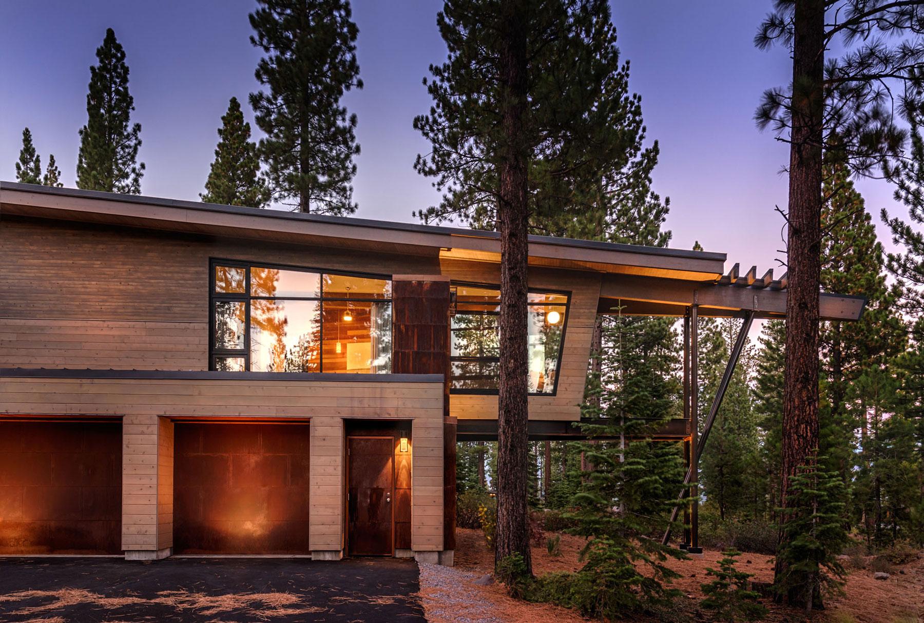 Modern interpretation of a mountain home flight house for Modern mountain homes