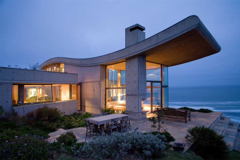 Beachfront Residence in Chile by Raimundo Anguita