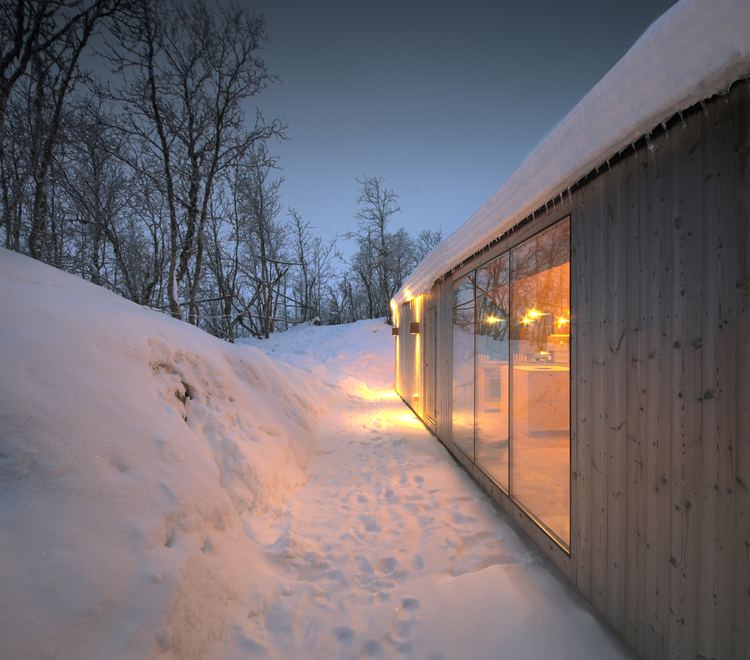 V-Lodge in Norway by Reiulf Ramstad Architects-06