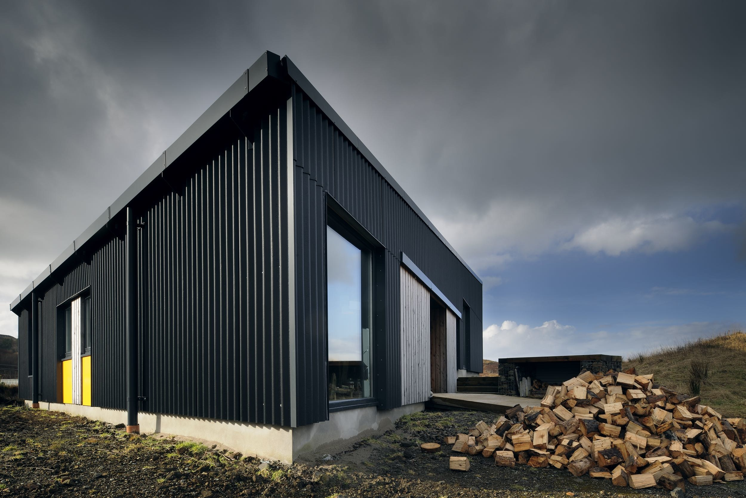 black house by rural design architects homedezen