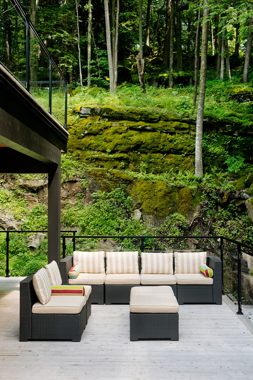 Contemporary cottage in Quebec by Boom Town