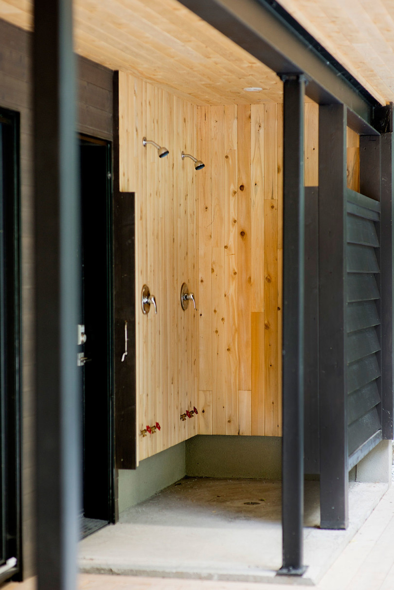 Chalet Lac Champlain by Boom Town