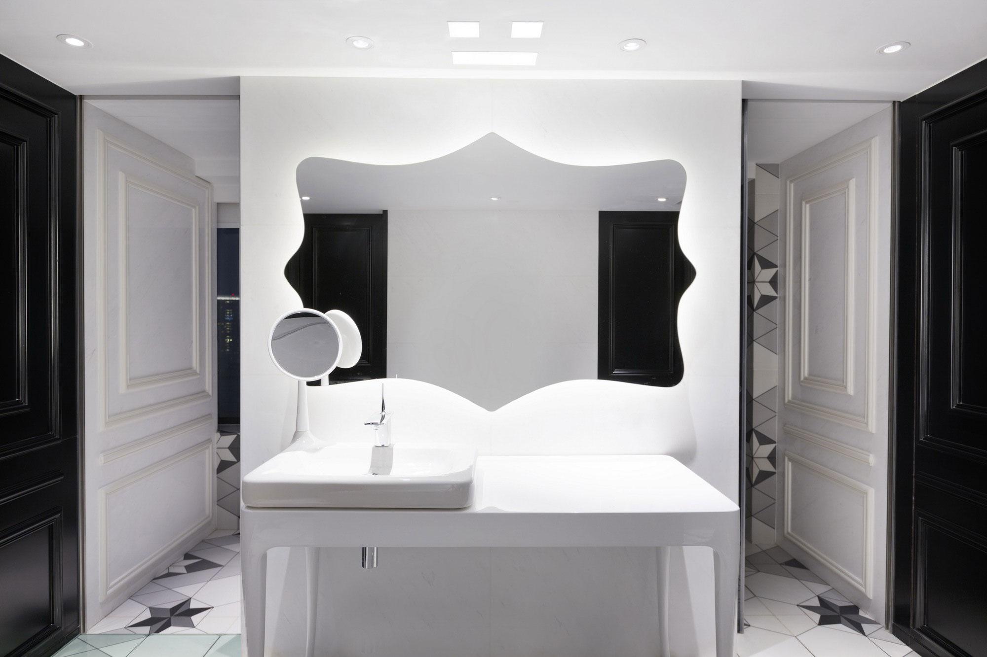 Fantasy penthouse in beijing by dariel studio homedezen - Deco salle de bain noir et blanc ...