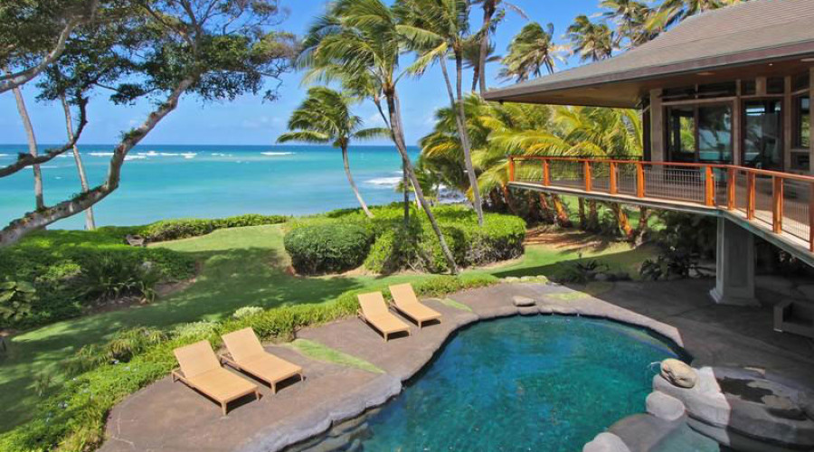 Stunning waterfront property in Hawaii