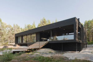 Wooden Summer Villa in Finland by Haroma & Partners