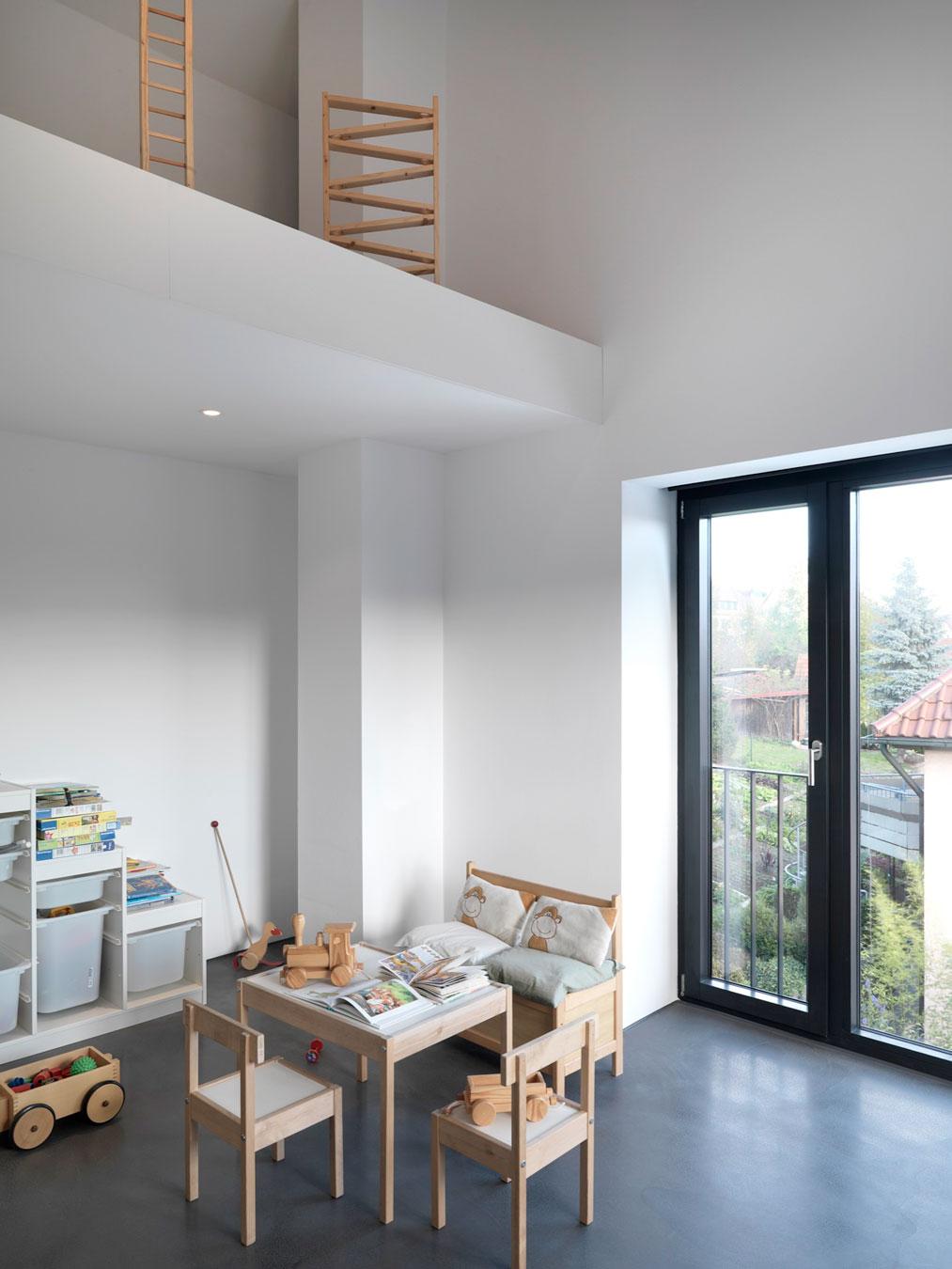 minimalist home by ippolito fleitz group haus f homedezen. Black Bedroom Furniture Sets. Home Design Ideas