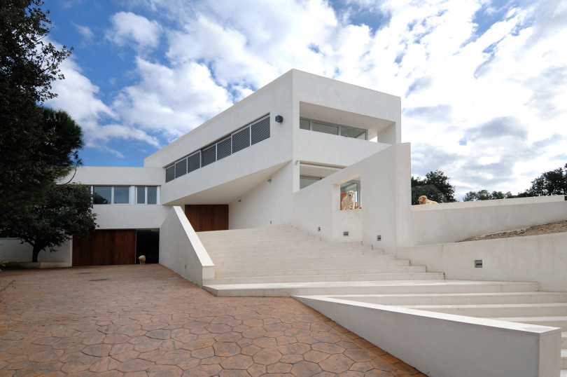Two Storey Residence by Otto Medem Architecture