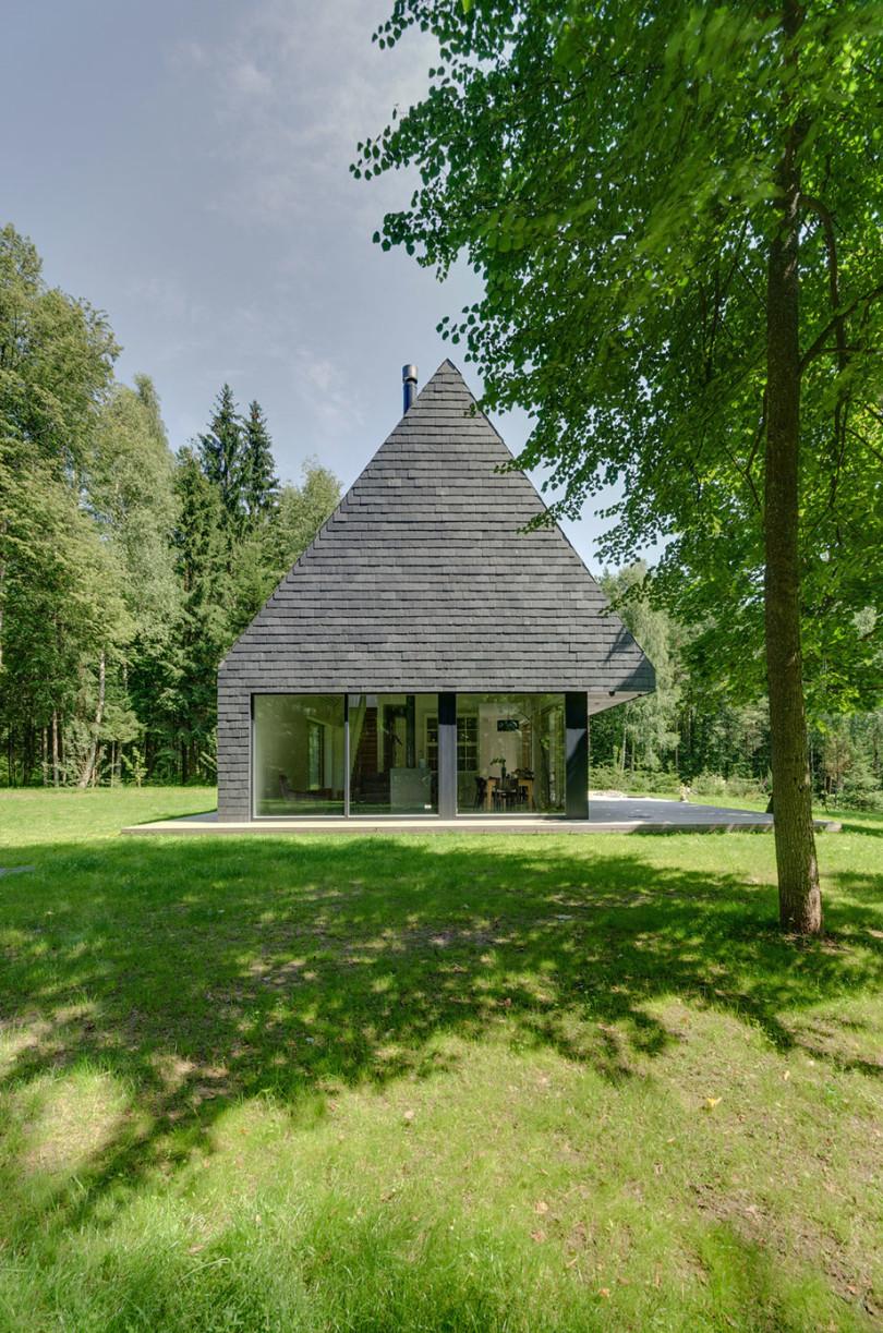 Comfortable House in Trakai by AKETURI ARCHITEKTAI