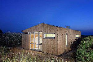 Small Holiday House by Bloem en Lemstra Architecten