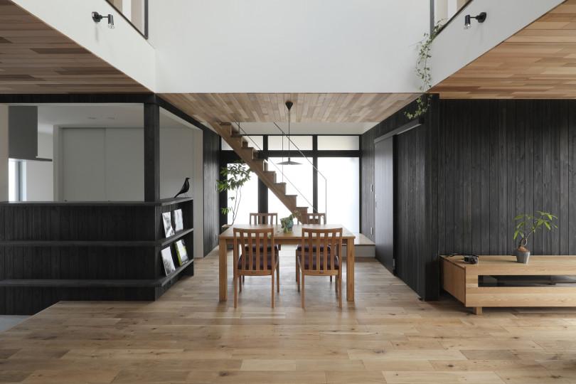 Suehiro House by ALTS Design Office