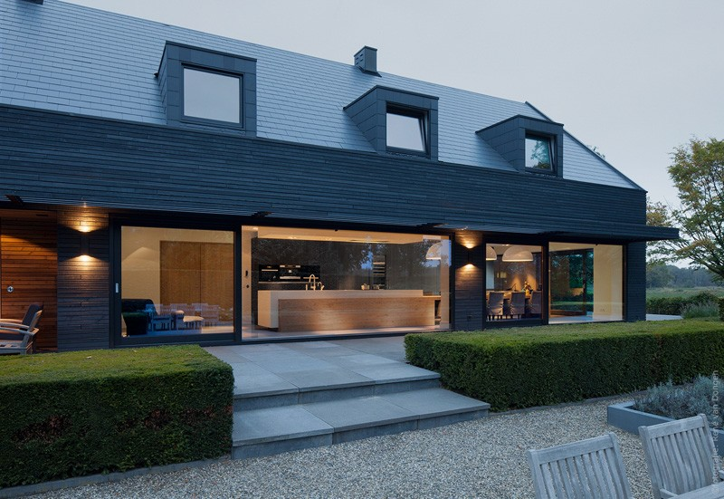 A contemporary update and extension of a 1960s house located in The Netherlands