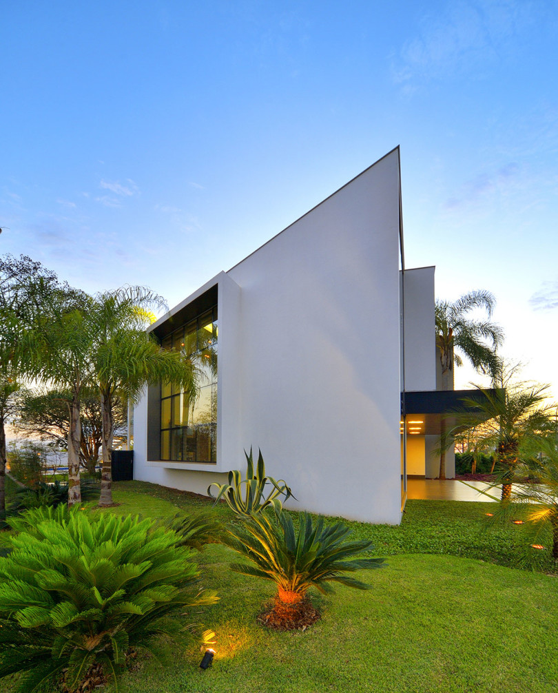 Stylish Residence in Brazil by Raffo Arquitetura