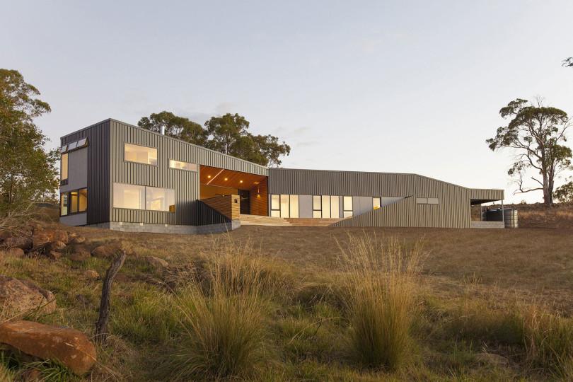 Valley House by Philip M Dingemanse