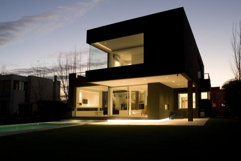 Black House by Andres Remy Arquitectos