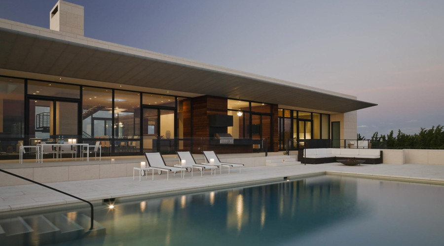 Luxurious summer retreat in Southampton by Alexander Gorlin Architects
